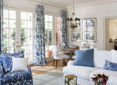 7-Lori-Dennis-Interior-Design-Lake-Sherwood-Great-Room-Blue-White